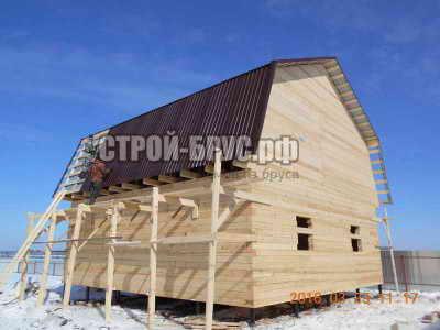 Дачный дом с ломаной крышей